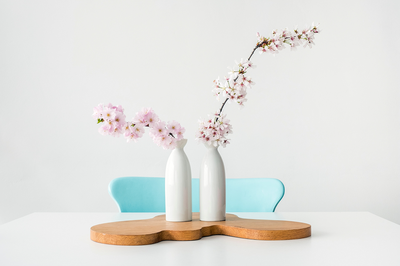 Stylish spring table design.